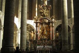 Salzburg_monumenten-Franciskanerkirche-binnen.jpg