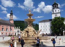 Salzburg_monumenten-residenzplatz-1.jpg